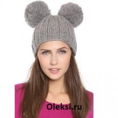 шапка с двумя помпонами