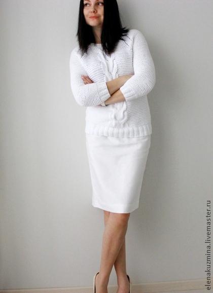 белый лентий свитер с косами