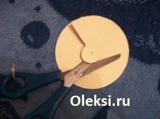 вырезание шаблона для помпона