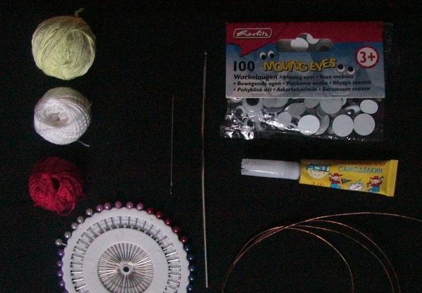 материалы и инструменты для вязания змеи