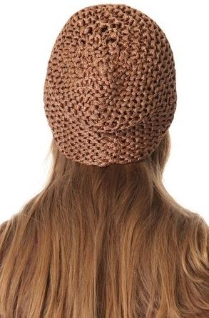 шапочка связанная платочной вязкой с добавлением люрекса вид сзади