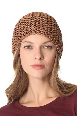 шапочка связанная платочной вязкой из пряжи с добавлением люрекса