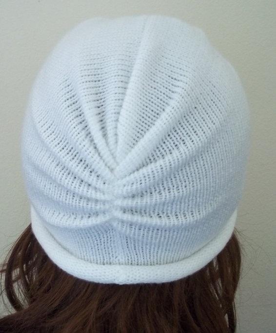 белая шапка тюрбан затылок