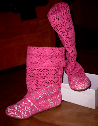 розовые вязаные сапоги